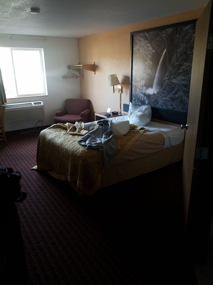 Super 8 by Wyndham The Dalles OR: 609 Cherry Heights Road, The Dalles, OR