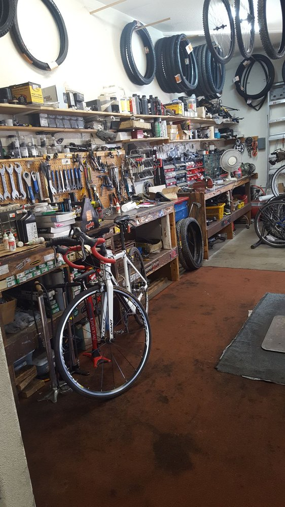 Bicycle World: 1825 E Northern Ave, Kingman, AZ