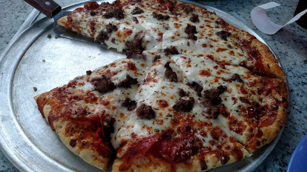Mac's Pizza Pub: 6309 Wooster Pike, Cincinnati, OH