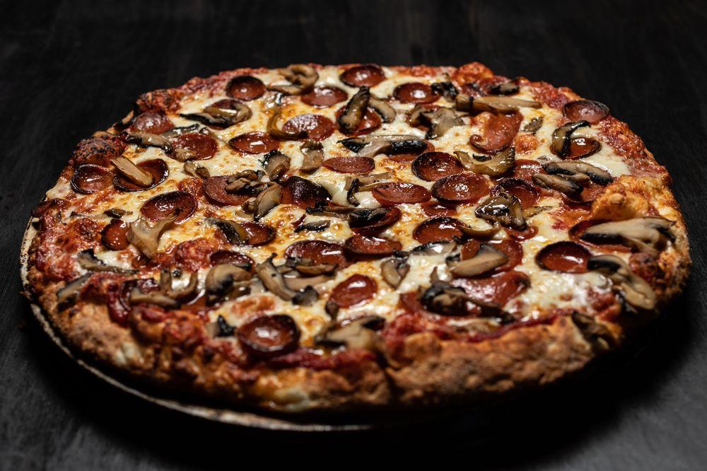 Green Lantern Pizza: 15505 15 Mile Rd, Clinton Township, MI
