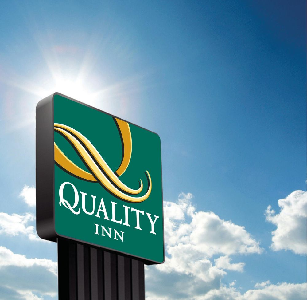Quality Inn: 2409 N Washington St, Forrest City, AR