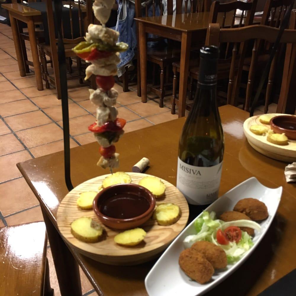 La Taverna del Poble: Carretera de Sant Boi, 52, Sant Vicenç dels Horts, B