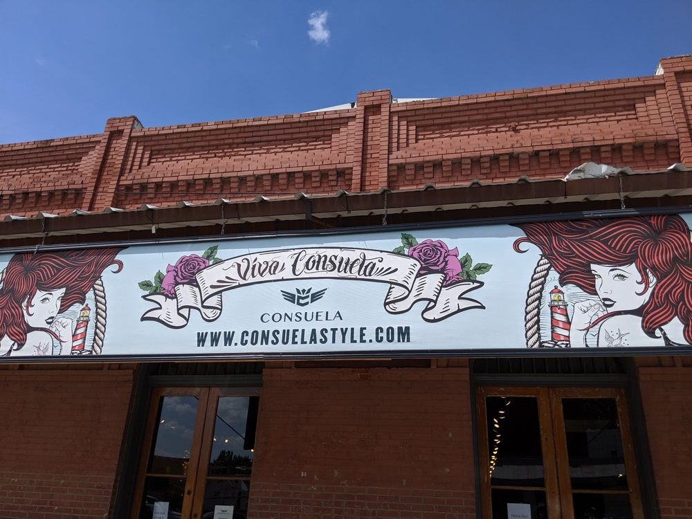 Consuela: 110 NW 2nd St, Smithville, TX