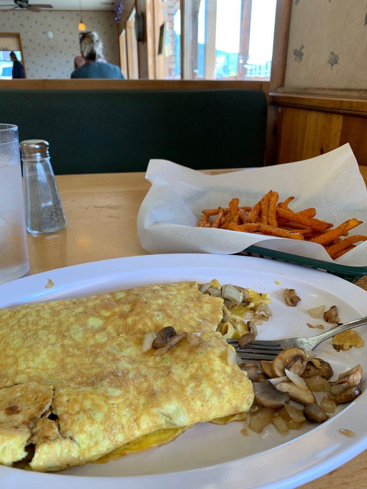 Patio Pancake Place: 640 E Rainbow Blvd, Salida, CO