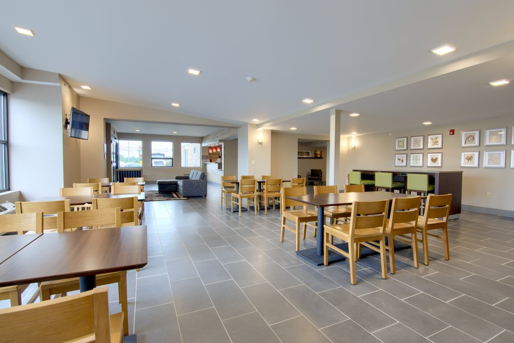 Country Inn & Suites by Radisson: 401 7th N St, Liverpool, NY