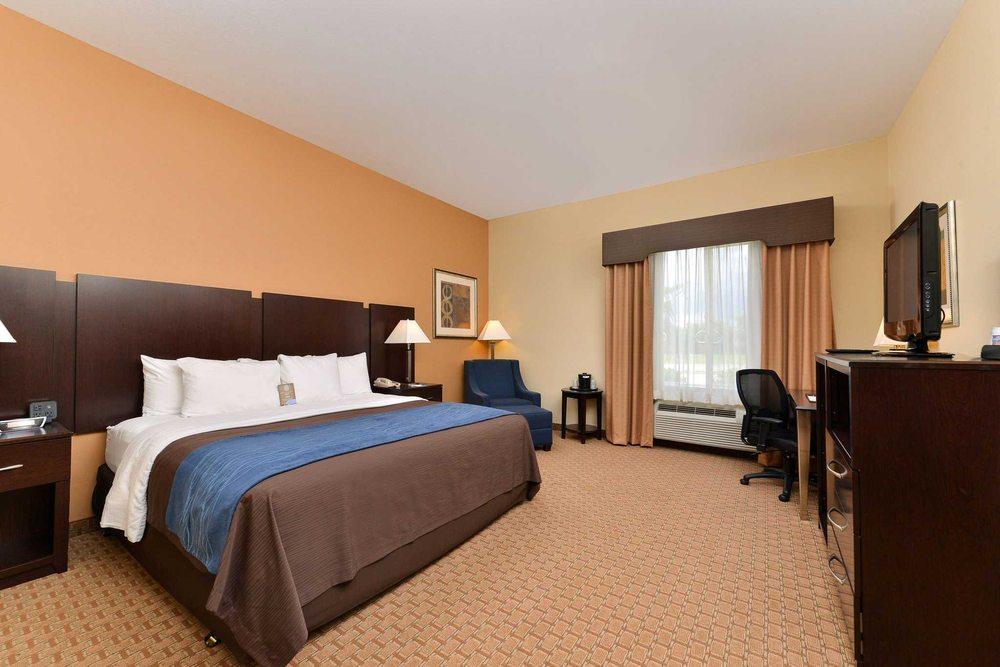 Comfort Inn & Suites: 820 W Milam St, Mexia, TX