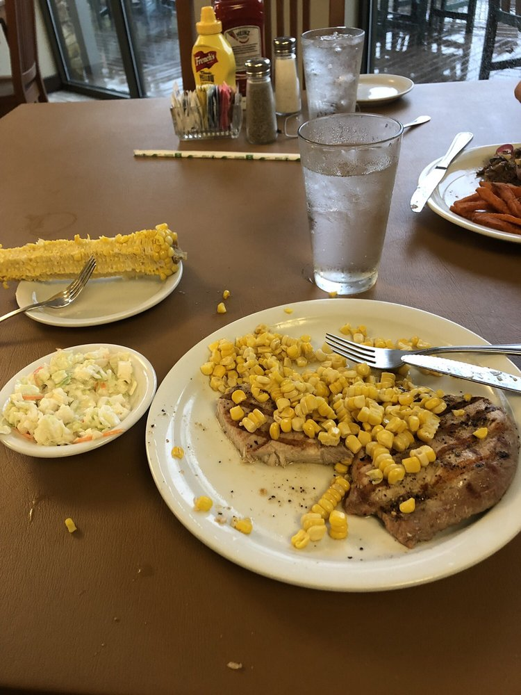 Creekside Grill - Echo Bluff State Park: 35244 Echo Bluff Dr, Eminence, MO