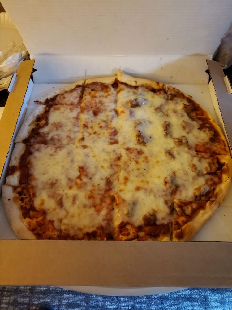Nayeli's Pizza: 108 Fairview Dr, Walworth, WI