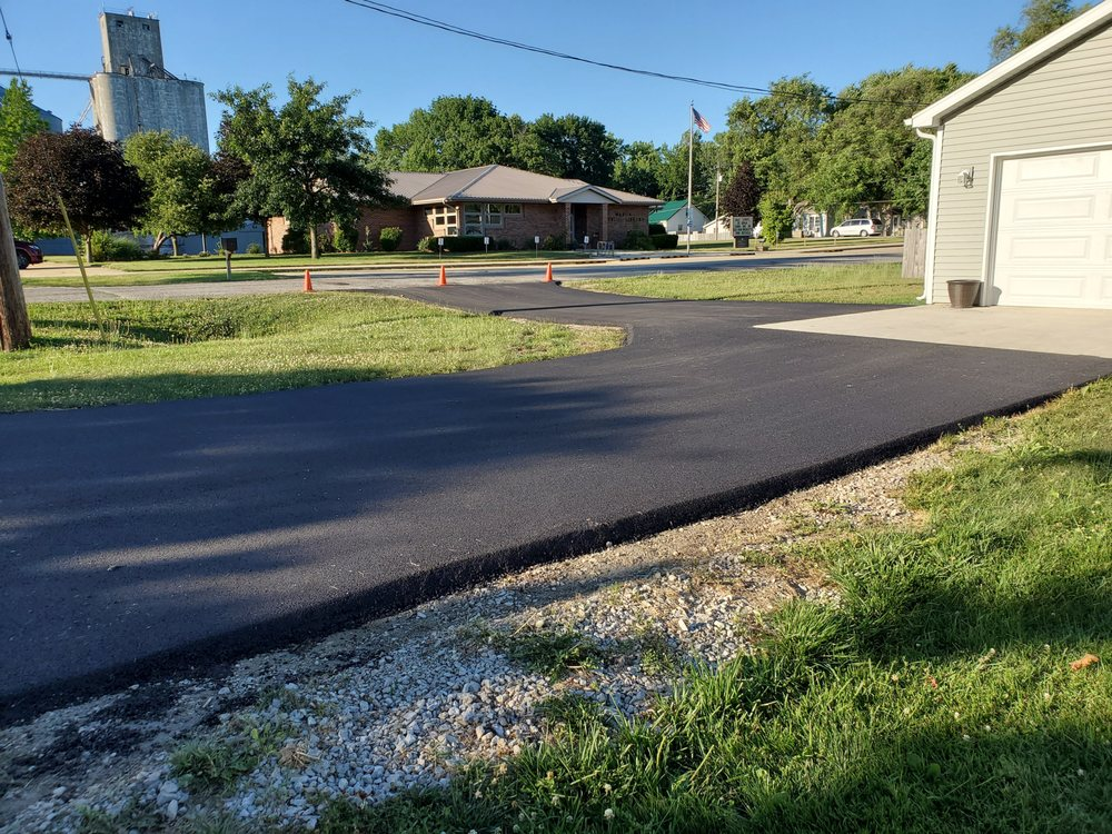 Central Paving & Sealcoating: 17940 Lakeview Dr, Weldon, IL