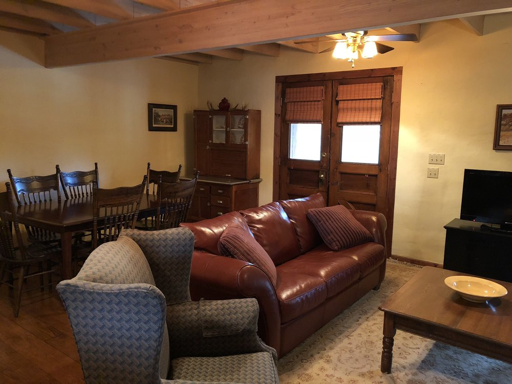 The Antlers Inn: 1001 King Ct, Kingsland, TX