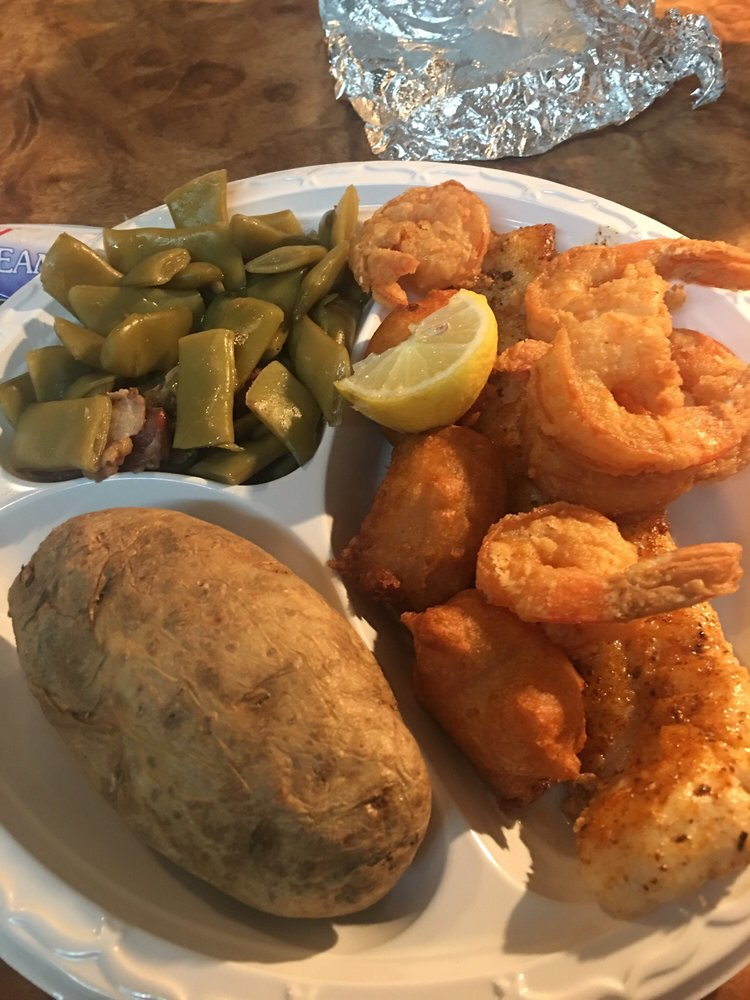 Charles Seafood Restaurant: 701 7th St W, Tifton, GA