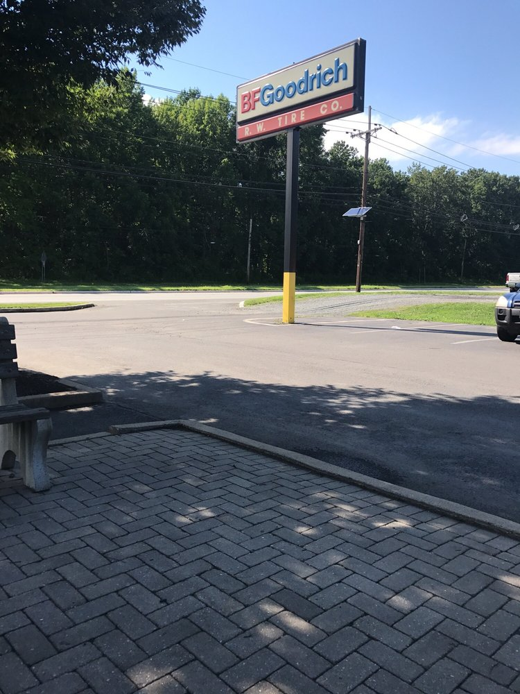 R W Tire: 919 US Hwy 206, Bordentown, NJ