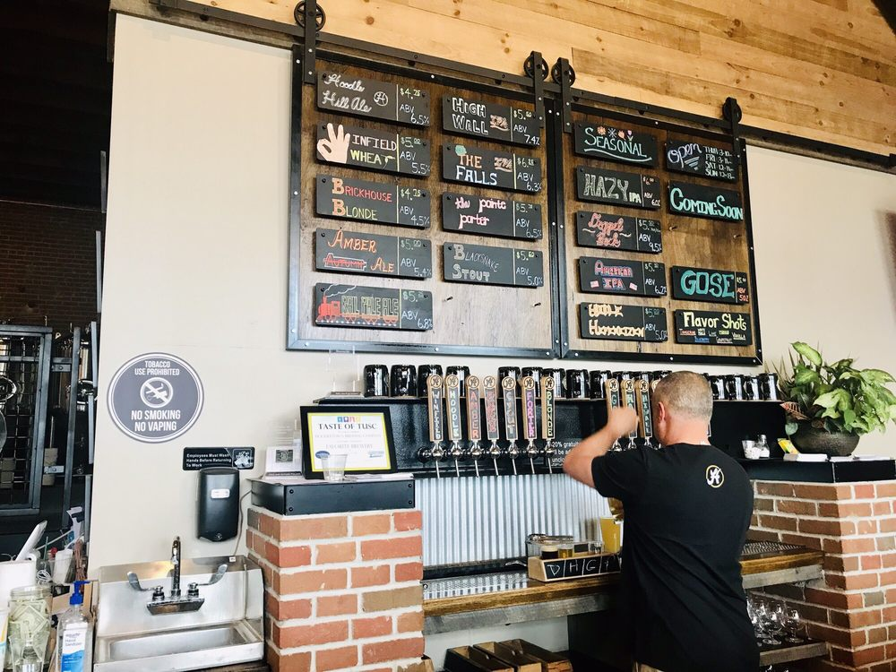 Hoodletown Brewing: 424 W 3rd St, Dover, OH