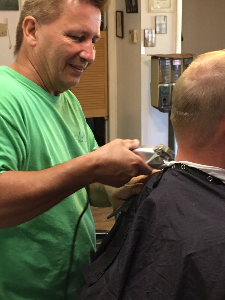 Ford's Barber Shop: 375 Bynum Leatherwood Rd, Anniston, AL