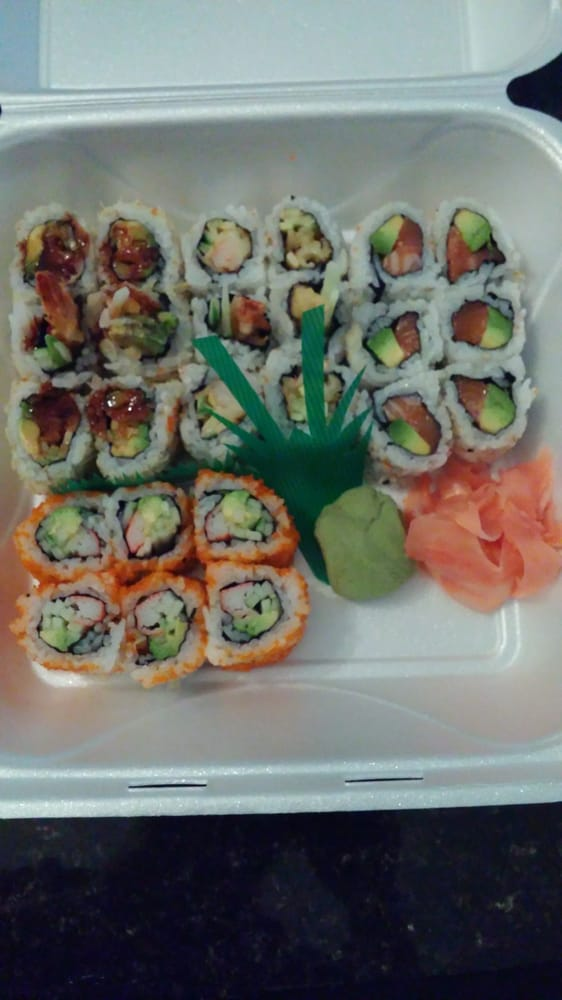 Delicious shrimp crunch e t cali roll salmon and avo for Lawrence fish market
