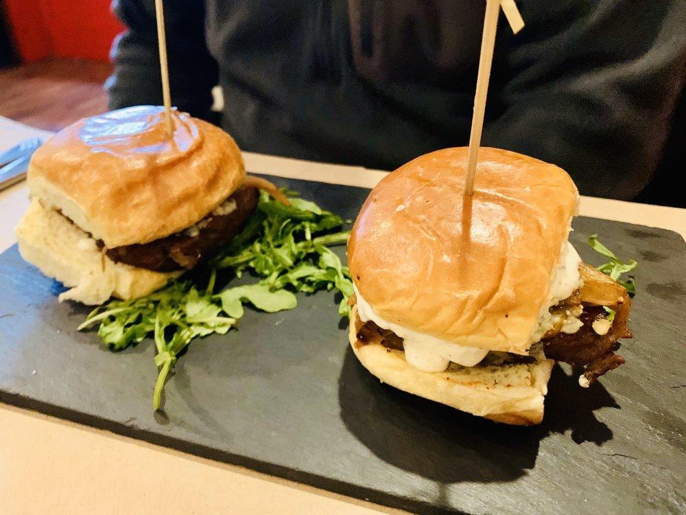 Black Rock Tavern & Restaurant: 76-78 Main St, Thomaston, CT