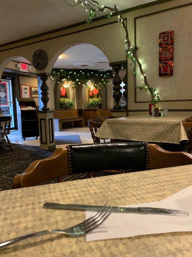 Hickory Log Restaurant: 1314 Business 60 W, Dexter, MO