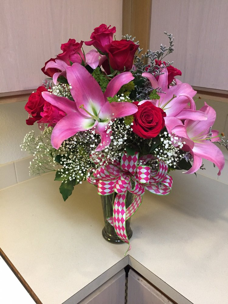 Flowers By Paul: 204 E 7th Ave, Post Falls, ID