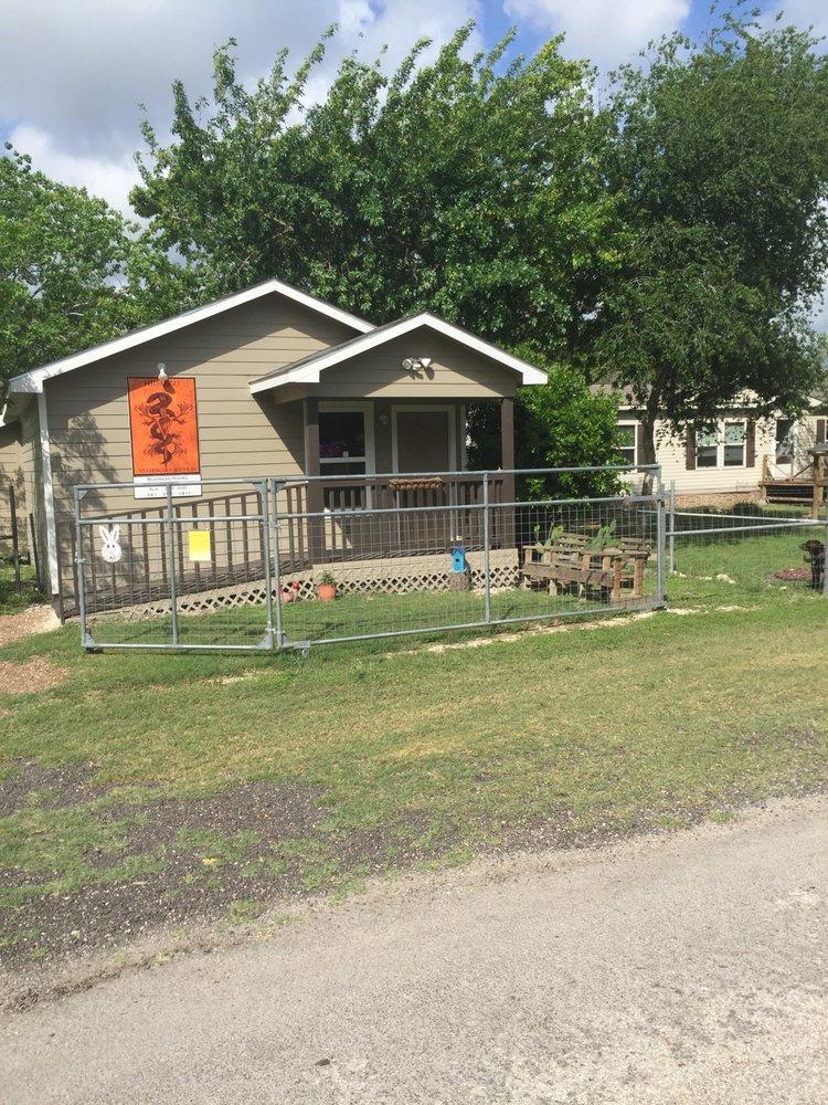 Hidalgo Veterinary Services: 215 Presa St, Beeville, TX