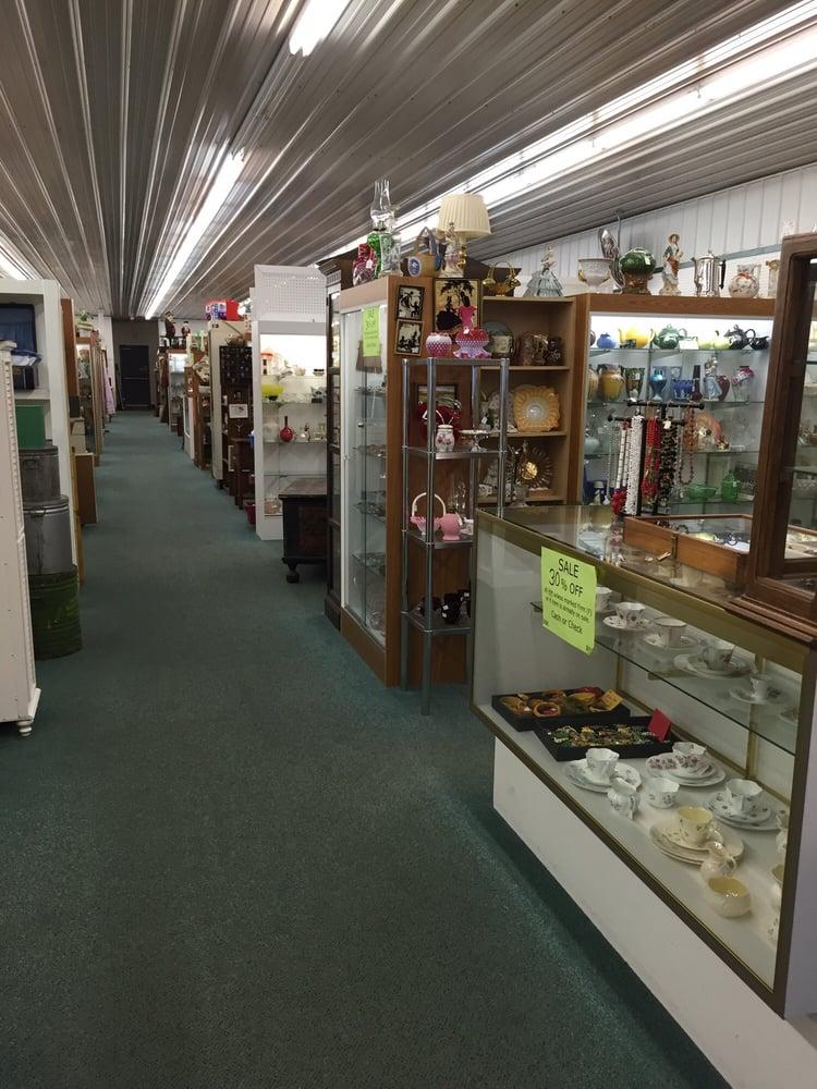 Moorhead Antique Mall: 2811 SE Main Ave, Moorhead, MN