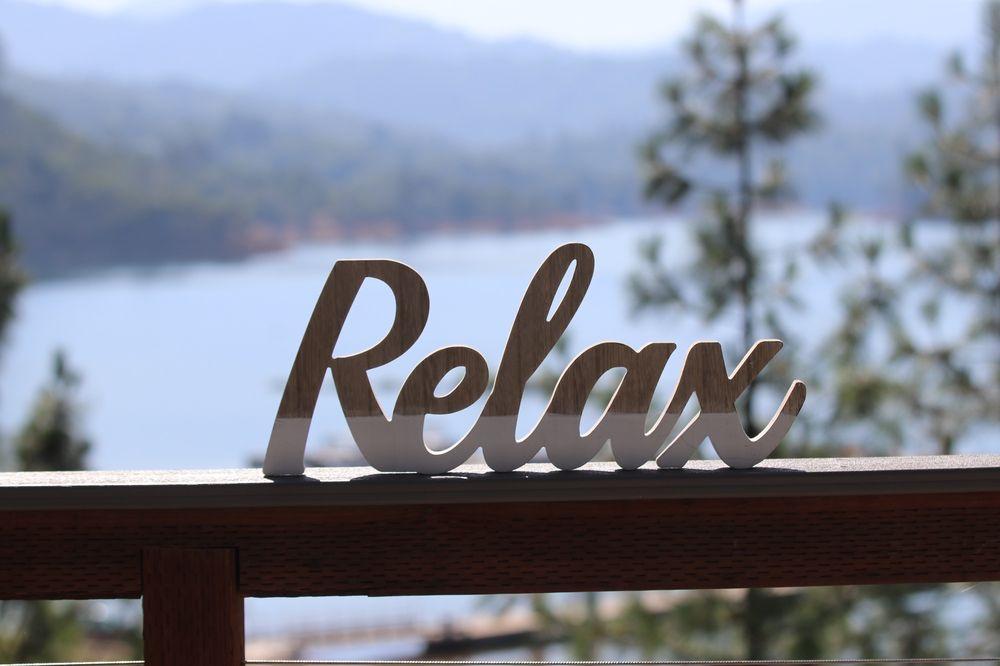 Shasta Lakeshore Retreat: 19631 Daisy Ln, Lakehead, CA