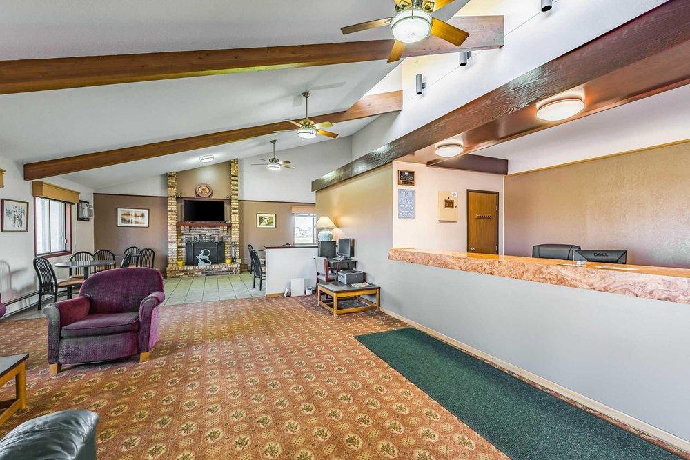 Rodeway Inn: 1825 East Minnesota St, Saint Joseph, MN