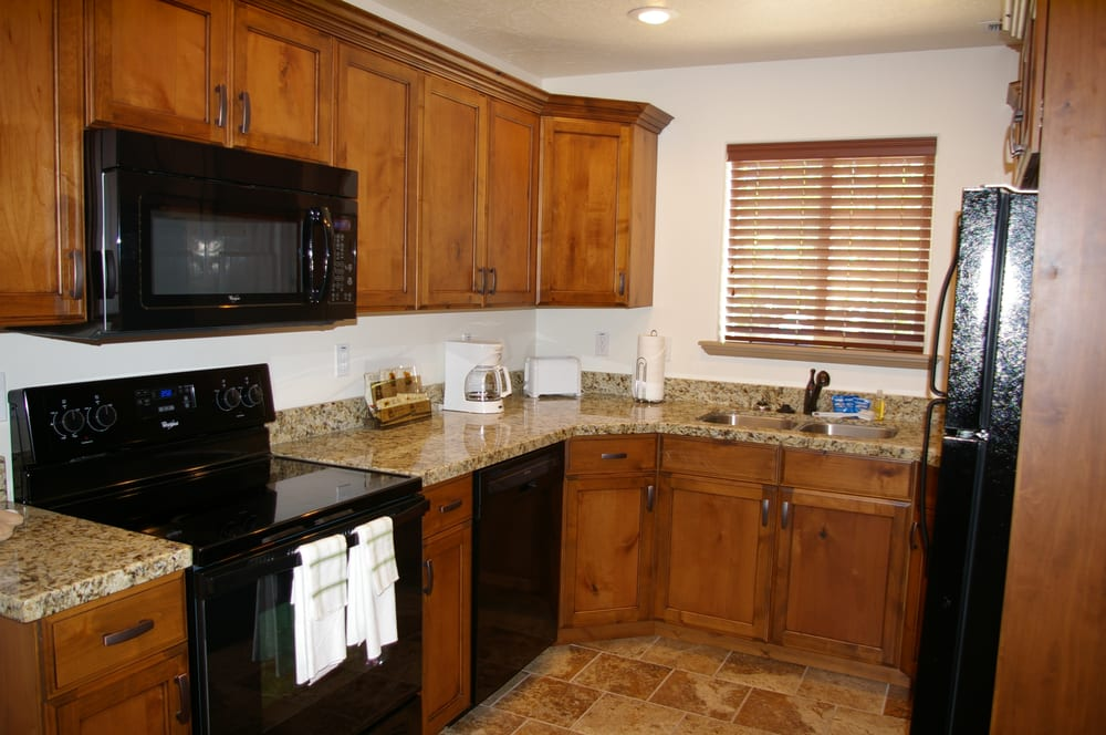 Winterton Suites: 1024 W Hwy 40, Roosevelt, UT