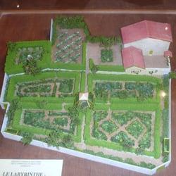 Le Labyrinthe - Jardin des Cinq Sens - 12 Photos - Botanical Gardens ...