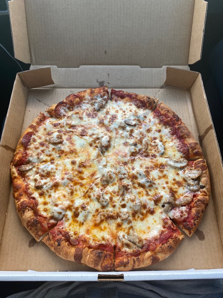 Rocky's Pizza: 1246 N Main Ave, Erwin, TN