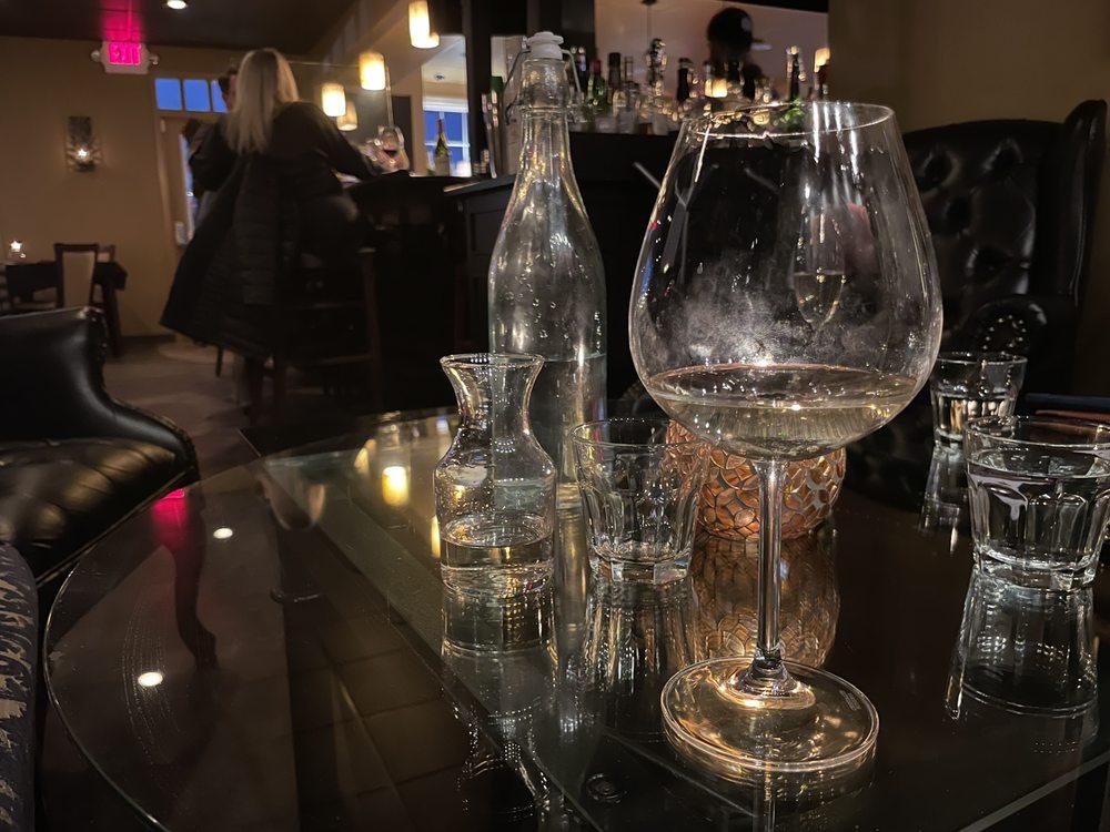 Regency Wine Sellers & Wine Bar: 115 Ghent Rd, Fairlawn, OH
