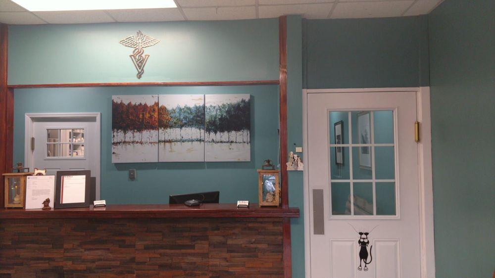 Pet Calls Wellness Clinic: 3387 Hwy 41A S, Clarksville, TN