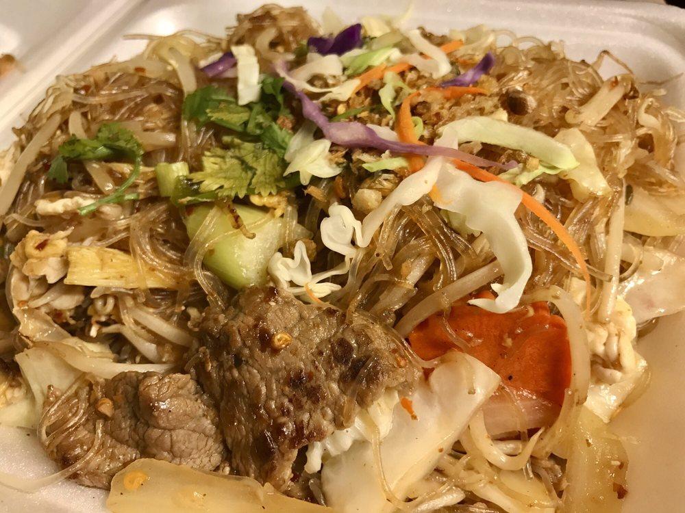 Leela Thai Cuisine: 9725 Mission Gorge Rd, Santee, CA