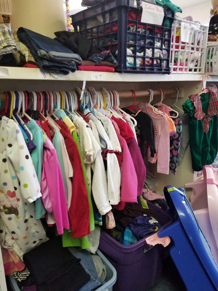 Walker Thrift Store: 399 Mule Deer Rd, Coleville, CA