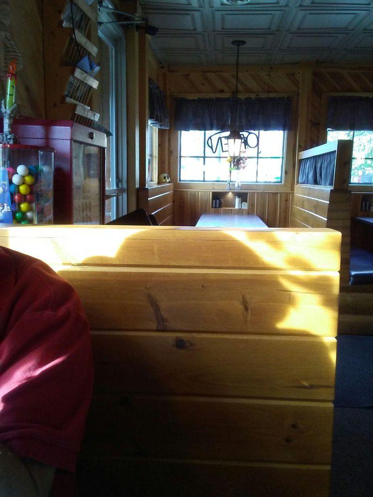 Lamplighter Cafe: 313 W 7th St, Evart, MI