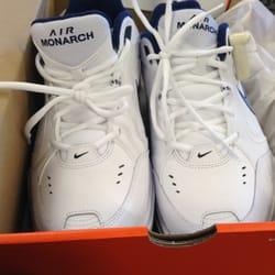 Photo of DSW Designer Shoe Warehouse - Redmond, WA, United States. Men's cross ...