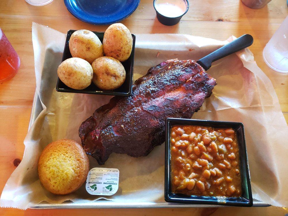 Piggy Pat's Smoke & Ale House: 3955 Edgebrook Pl, New Hartford, NY