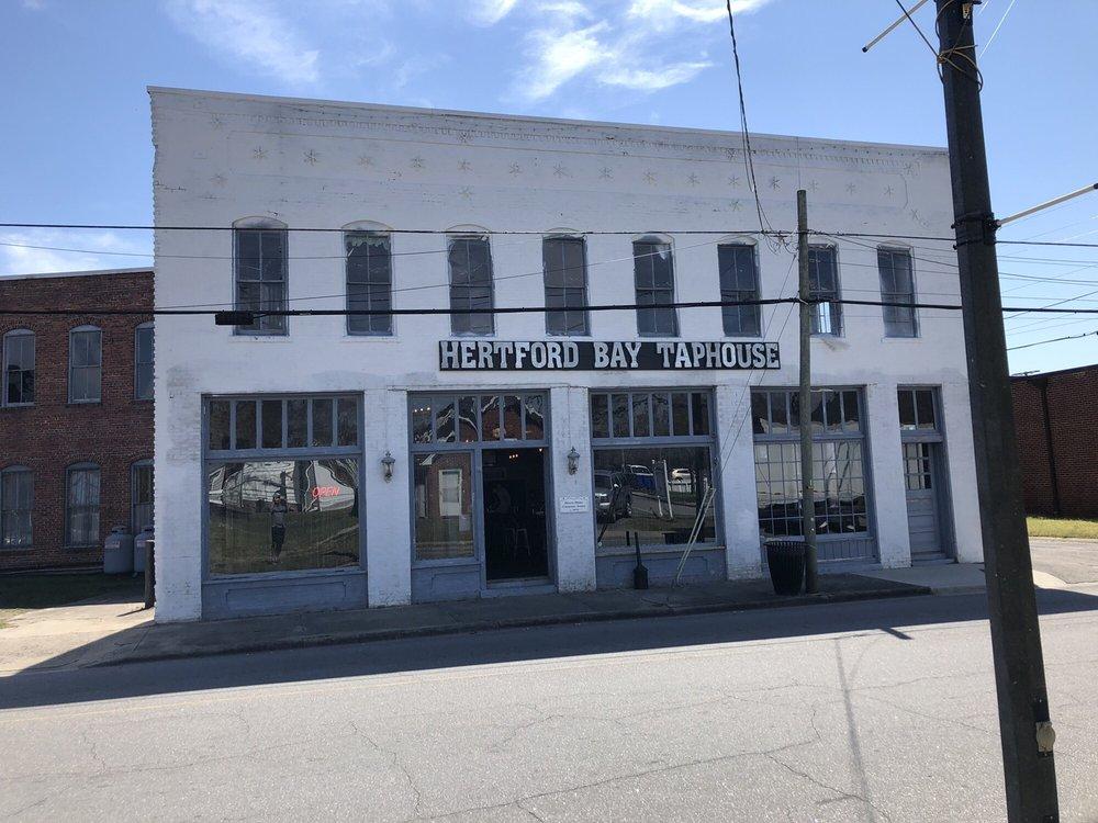 Hertford Bay Taphouse: 107 W Grubb St, Hertford, NC