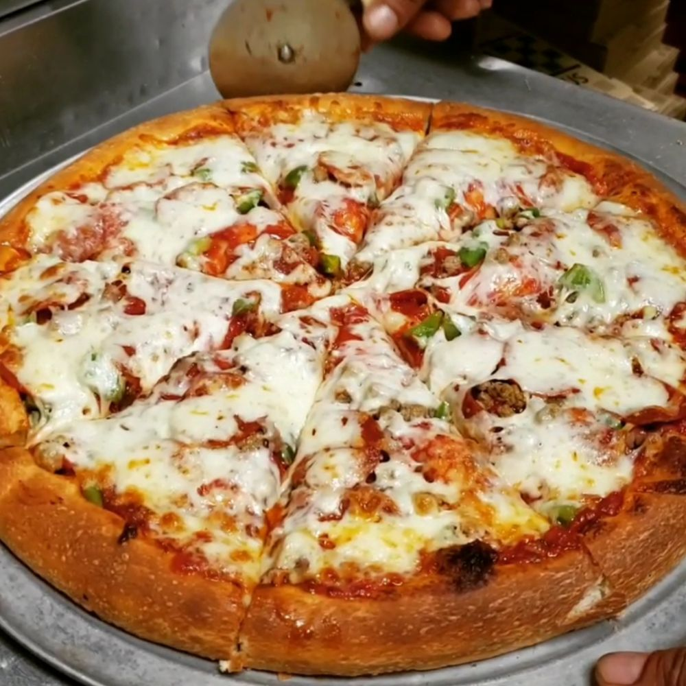 New York Pizza: 105 W Franklin St, Hartwell, GA
