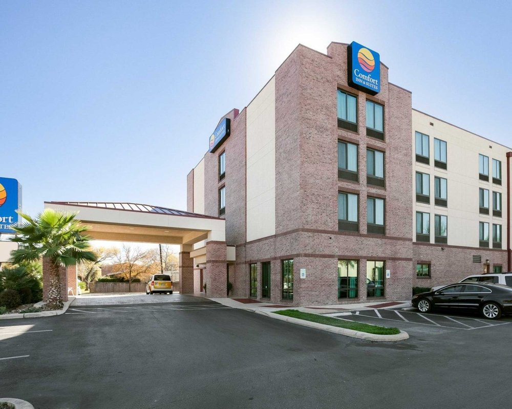 Comfort Inn Amp Suites Airport 16 Photos Hotels 8640