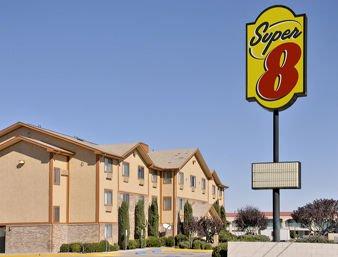 Super 8 by Wyndham Kingman: 3401 E Andy Devine Ave., Kingman, AZ