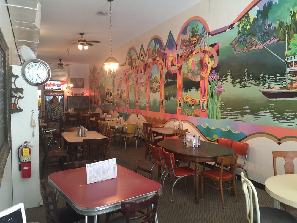 Allen's Restaurant Antiques Accessories & Ambrosia: 107 E Washington St, Camden, AR