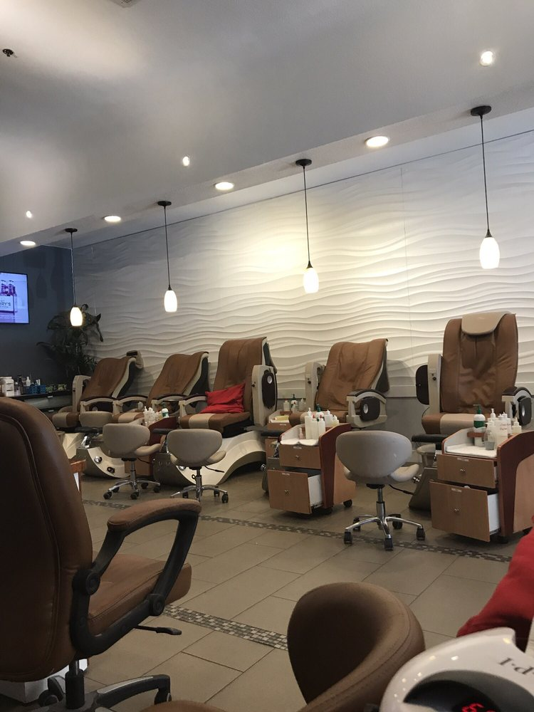 Dream Nails & Spa: 150 Nut Tree Pkwy, Vacaville, CA