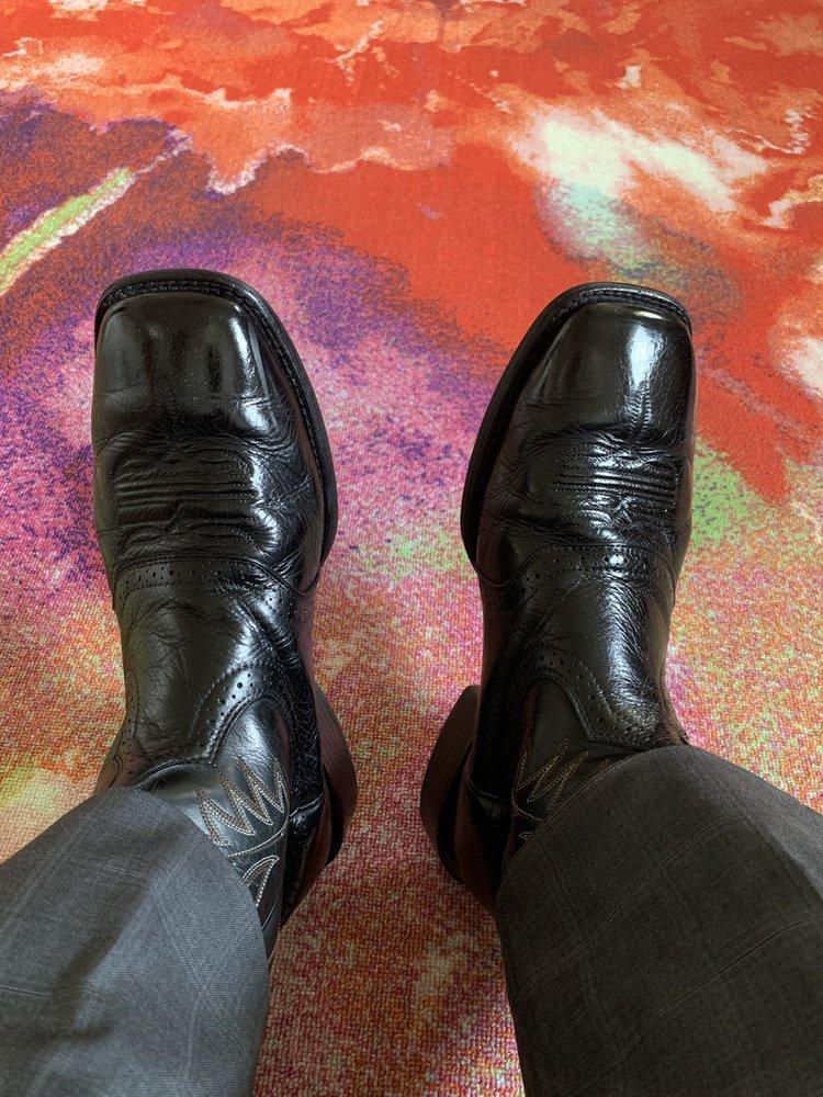 Angel's Professional Shoe Shine: 126 W Rector St, San Antonio, TX