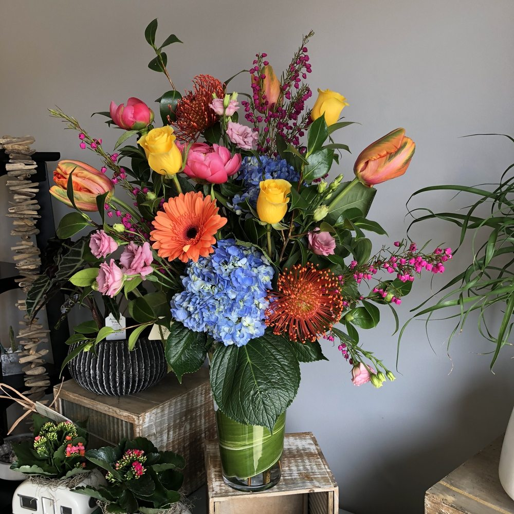 Drinkwater Flowers & Design: 819 Lafayette Rd, Hampton, NH