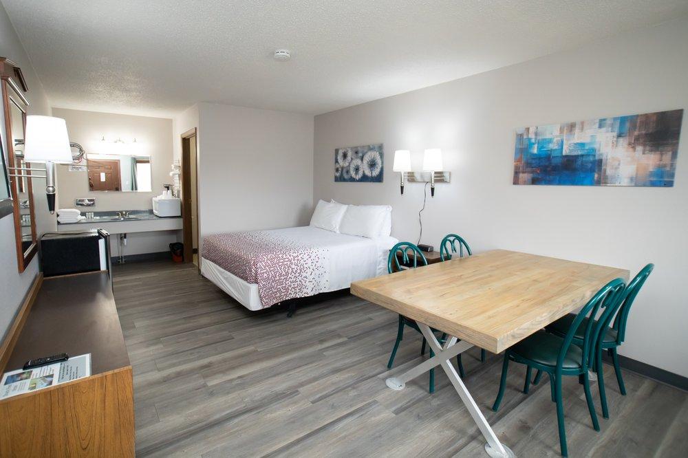 Shady Rest  Motel: 309 Chestnut St, Arapahoe, NE