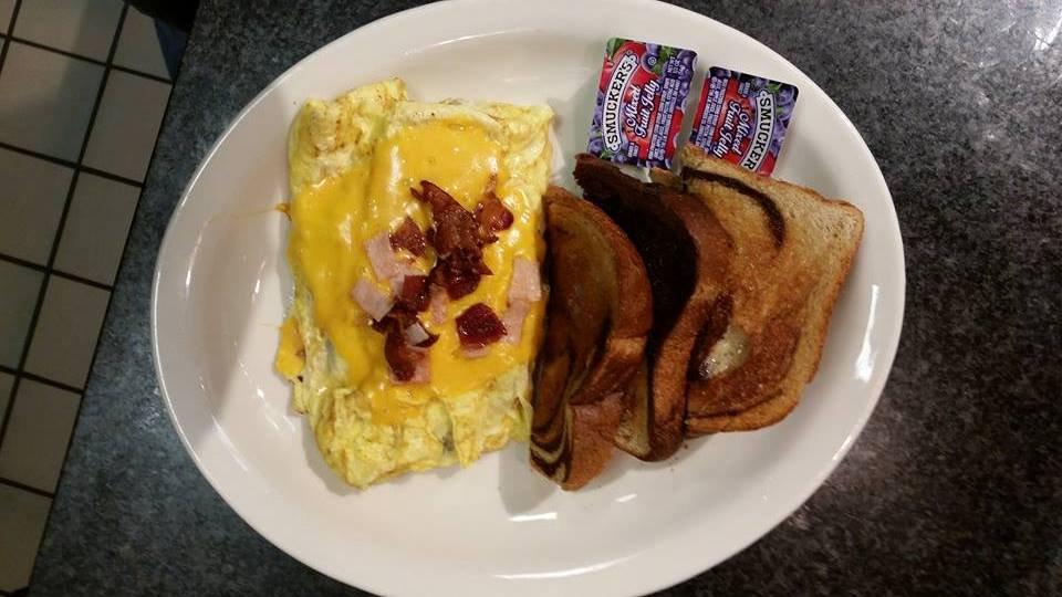 Cafe Pawz: 13150 1st St, Becker, MN