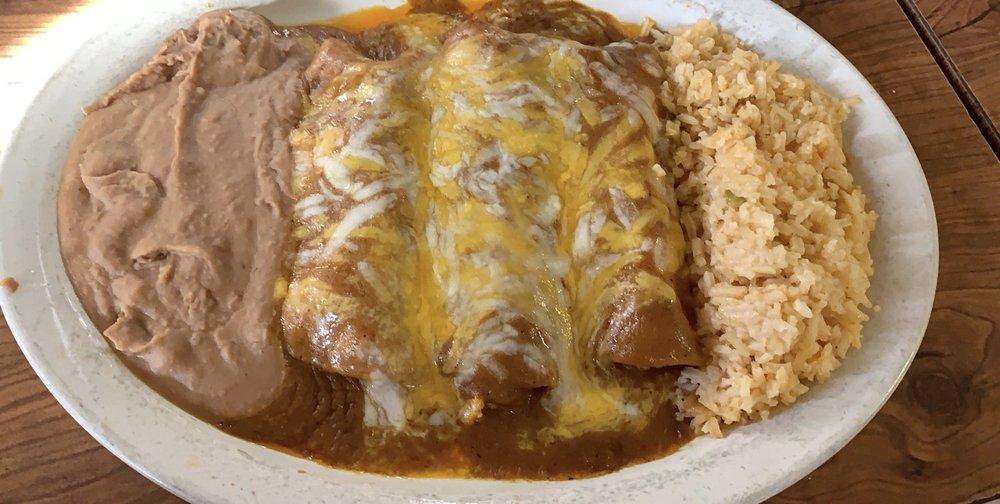 Dona Chuy Mexican Restaurant: 1319 N Main St, Jewett, TX