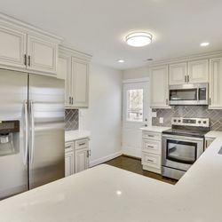 Photo Of Mistry Construction Waldorf Md United States Kitchen With Crown Molding