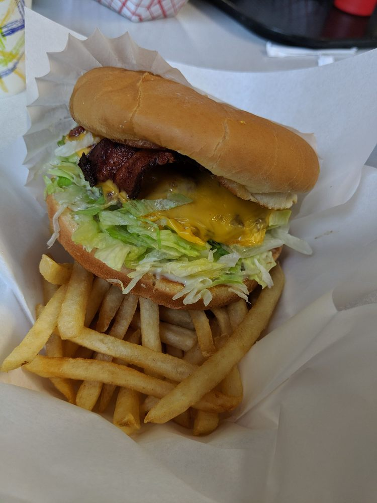 Big Burger Drive-In: 31465 S Hwy 213, Molalla, OR