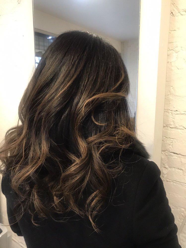 Rebirth coiffeurs salons de coiffure 304 e 8th st for Salon de coiffure new york